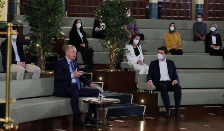"""Cumhurbaşkanı Erdoğan, """"Kütüphane Söyleşileri"""" programında doktora öğrencileriyle bir araya geldi"""