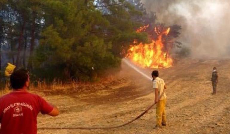 Manavgat'ta alevlerin arasında kalan 2 yangın işçisi yaşamını yitirdi