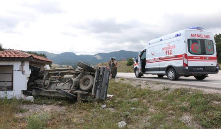 Mudurnu'da iki kamyonetin çarpışması sonucu 1 kişi yaralandı